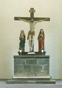 Altar mit Kreuzigungsgruppe